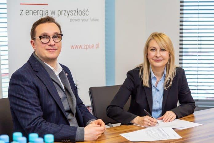 Na zdjęciu prezes Polskiego Stowarzyszenia Magazynowania Energii – Barbara Adamska wraz z prezesem ZPUE S.A. Michałem Wypychewiczem.