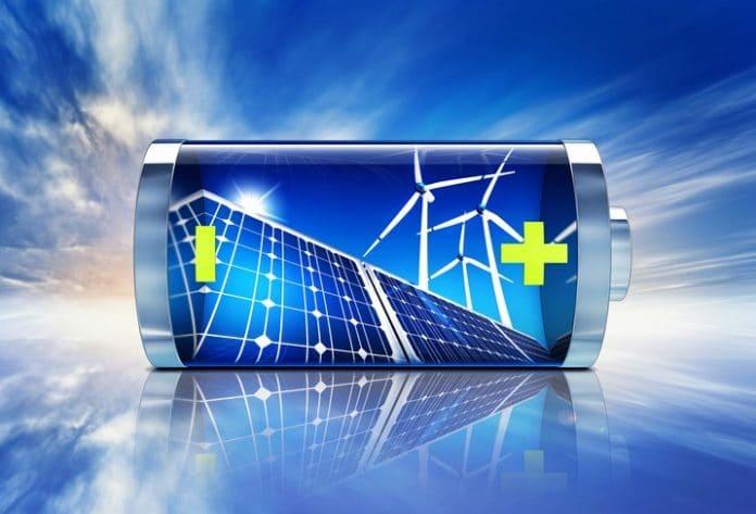 nowoczesna grafika przedstawiająca baterię na tle wiatraków i paneli słonecznych