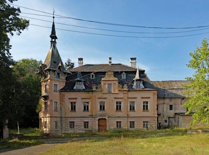 Pałac w Mikułowej, wsi gdzie zaczyna się najdłuższa linia energetyczna na Dolnym Śląsku