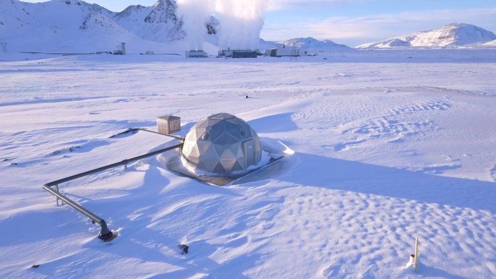W miejscu zatłaczania CO2 jest pompowany pod wysokim ciśnieniem pod ziemię