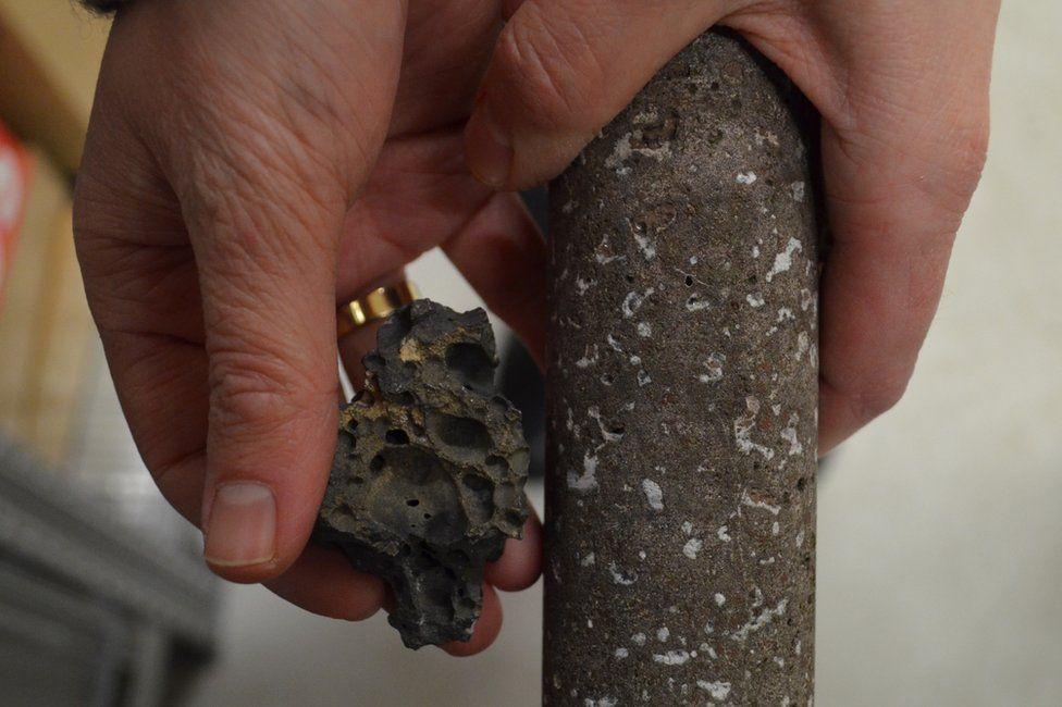 Porowaty bazalt i bazalt ze zmineralizowanym CO2 w porach