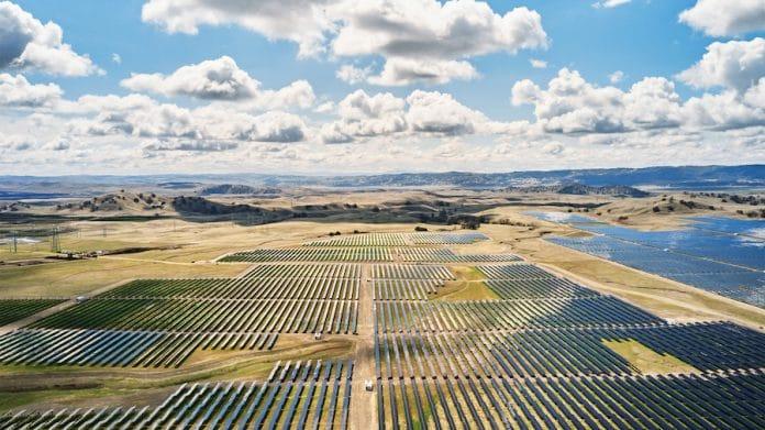 Farma fotowoltaiczna Apple California Flats