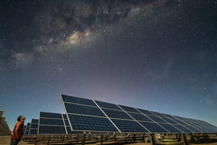 panele słoneczne, widok w nocy