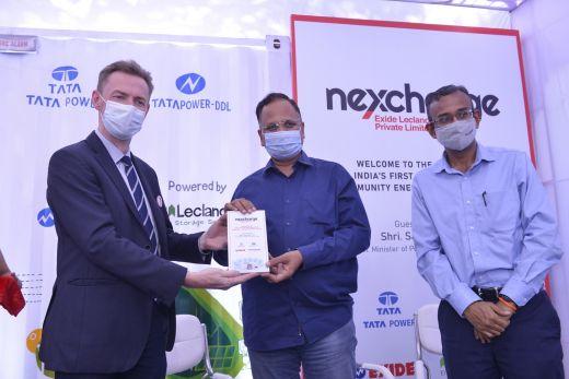 Oficjalne otwarcie magazynu energii, minister rządu stanowego Delhi z reprezentantami Nexcharge