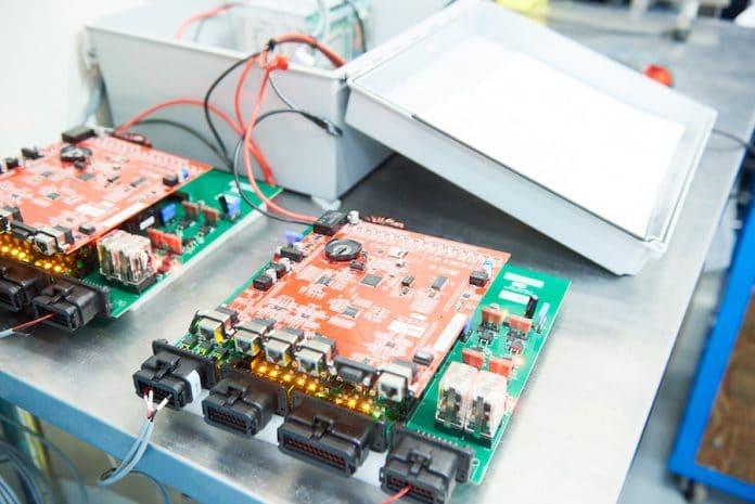 Akumulatory wykorzystujące katody powietrzne.Bateria w laboratorium Zinc8
