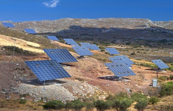 Panele słoneczneh na Krecie w Grecji.