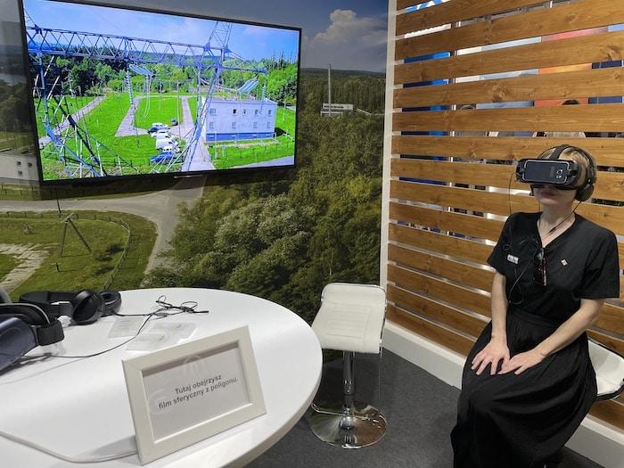 Okulary VR na stosiku ENERGA-OPERATOR.